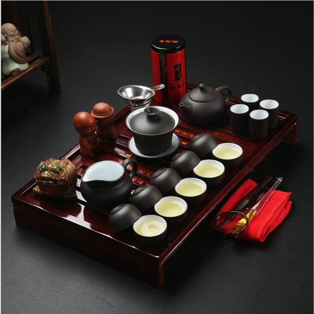 Bộ ấm trà giá trị cũng là vật dụng dễ vỡ trong khi vận chuyển nhà