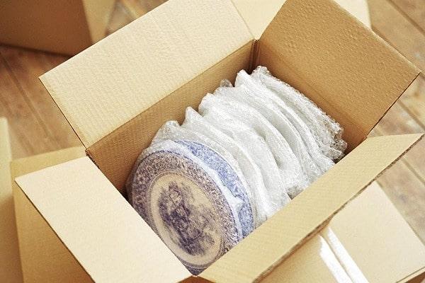 Màng PE có tác dụng lớn trong việc giảm đổ vỡ đồ đạc
