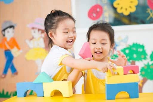 Giúp trẻ làm quen với hàng xóm và những người bạn mới