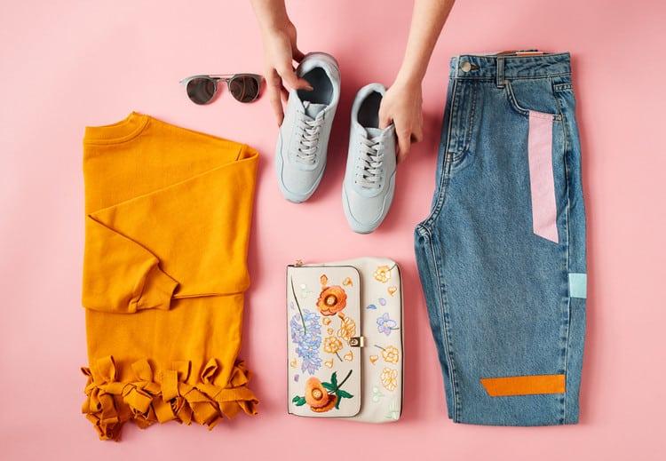 Mẹo sắp xếp quần áo nhanh gọn lúc chuyển nhà