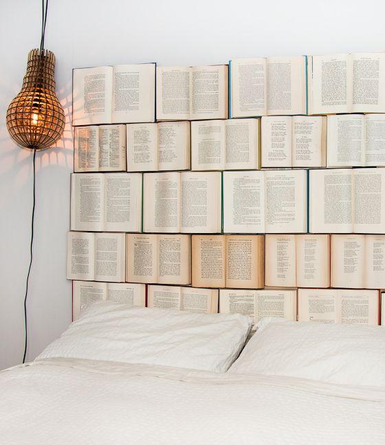 Tái chế sách cũ thành tường nhà
