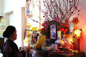 Những lưu ý về thủ tục chuyển bát hương và bàn thờ gia tiên sang nhà mới