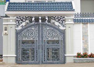 Cổng nhà phù hợp với gia chủ mệnh Kim