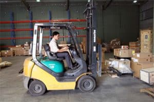 Dịch vụ nâng hạ hàng hóa tại các kho xưởng