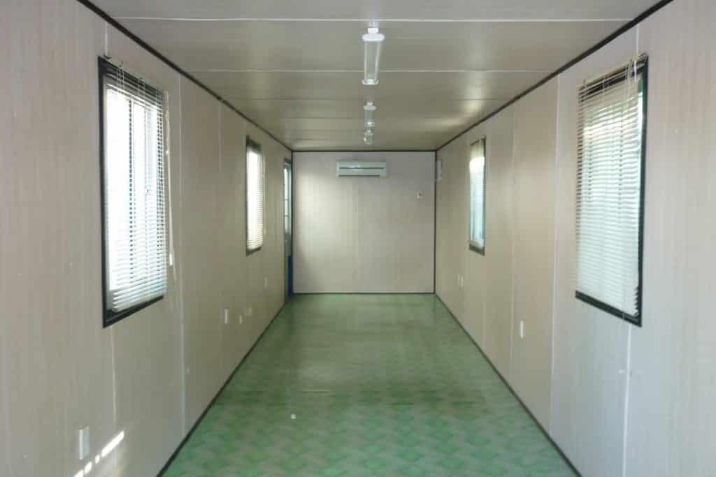 Bên trong 1 container văn phòng làm việc