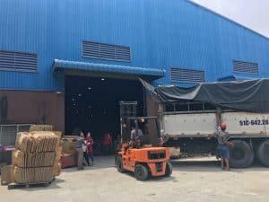 Nâng hàng hóa tại các kho xưởng