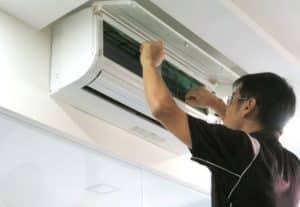 Nhân viên tháo lắp máy lạnh chuyên nghiệp mang lại sự yên tâm cho khách hàng