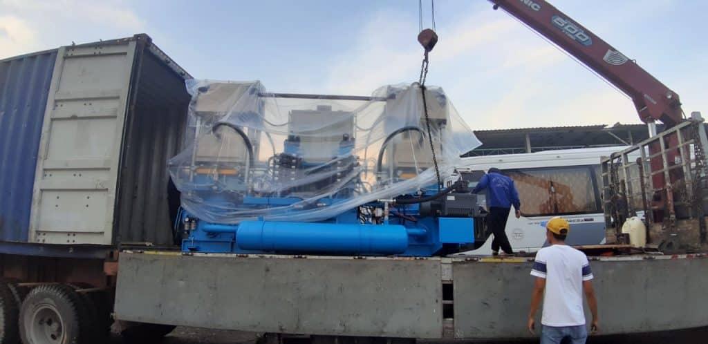 Hình 3 : vận chuyển thiết bị công nghiệp nặng.