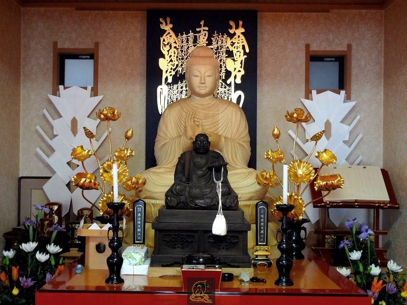 Vị trí bàn thờ Phật phải luôn được đặt cao nhất