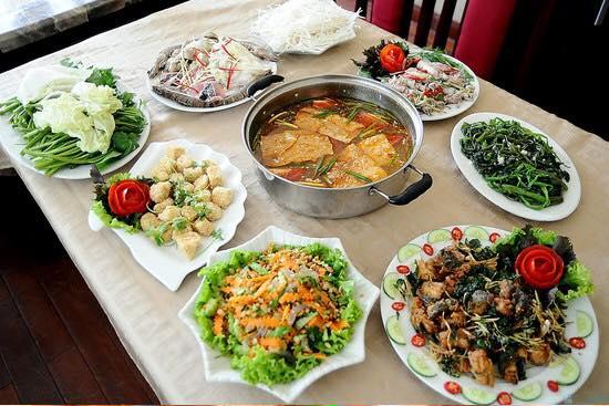 Top 10 món ngon đãi tiệc tân gia khách khen nứt vách