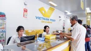 nhận tiền từ phía dịch vụ giao hàng thu tiền hộ của bưu điện