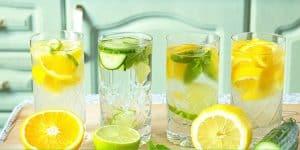 Cố gắng bổ sung thêm lá bạc hà, chanh, cam, táo, dưa hấu vào làm detox để giải nhiệt cơ thể.