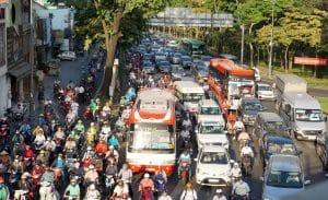 Kẹt xe gây ra nhiều bất lợi đến người dân