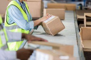 Quy trình và thủ tục xuất nhập hàng là yếu tố quan trọng ảnh hưởng đến hoạt động sản xuất