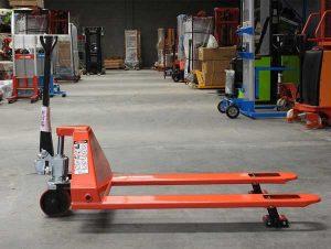 Xe nâng hàng hoá được sủ dụng nhiều trong các kho bãi, kho chứa