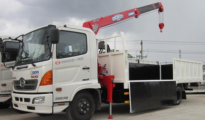 Cần cẩu gắn trên xe tải với tải trọng nâng hàng hoá tối đa từ 3 - 20 tấn